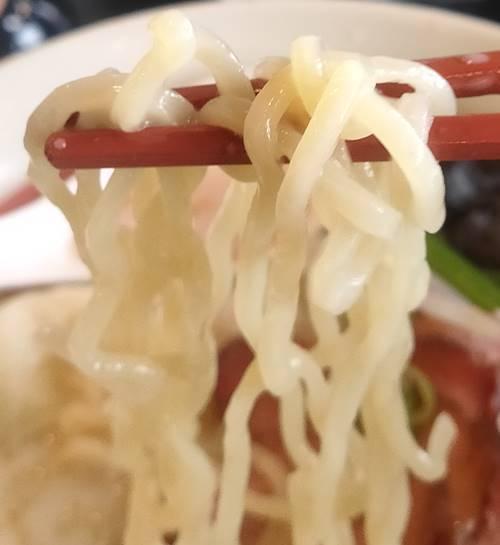 幸楽苑 牛骨野菜らーめん 麺.jpg