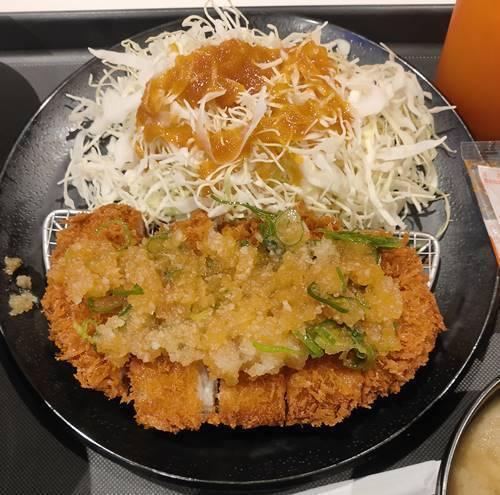 松のや おろしロースかつ定食 ロースカツ.jpg