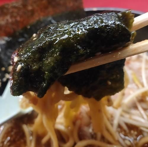 横浜ラーメン とんこつ家 海苔巻き麺.jpg