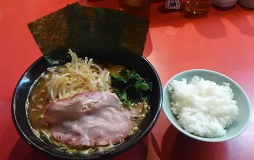 横浜ラーメン とんこつ家 醤油ラーメン(もやしトッピング).JPG