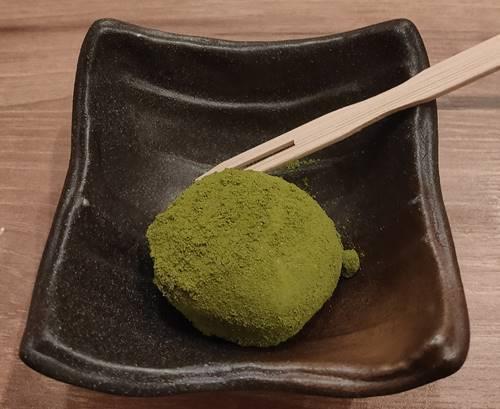 牛たん利休 抹茶餅.jpg