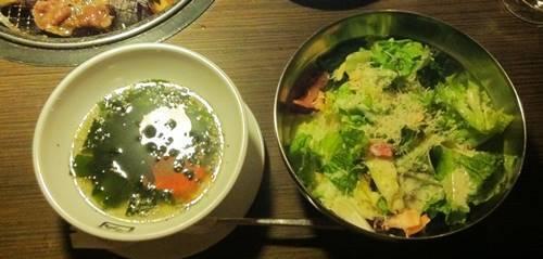 牛角 ワカメスープ&シーザーサラダ.JPG