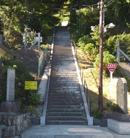石都々古和気神社 石段.JPG
