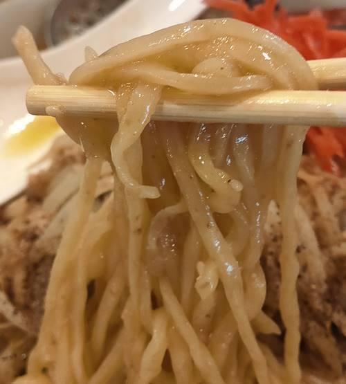 究極ラーメン 横濱家 味噌ラーメン 麺.jpg