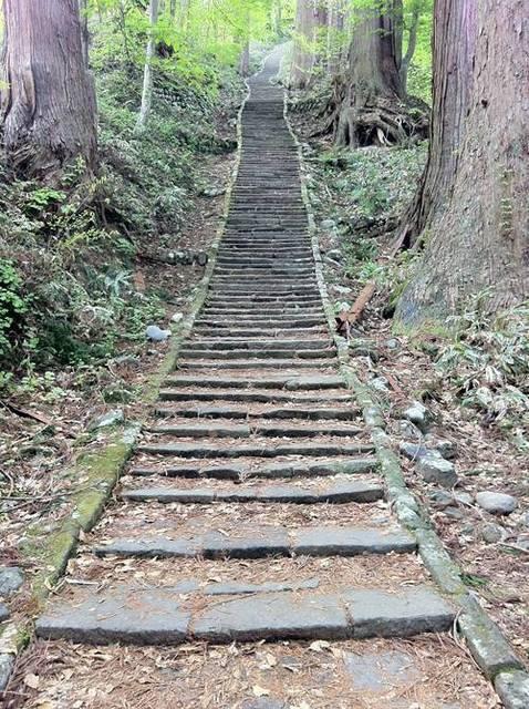 羽黒山 石段1.JPG