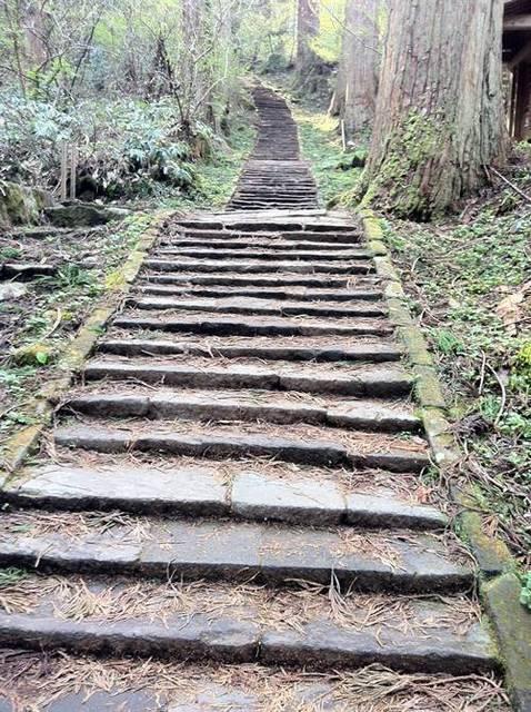 羽黒山 石段2.JPG