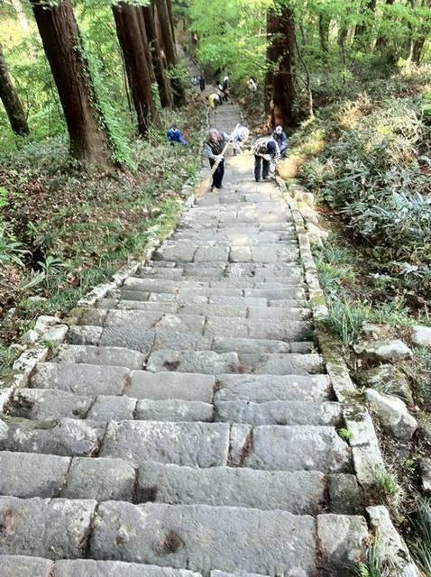 羽黒山 石段4.JPG