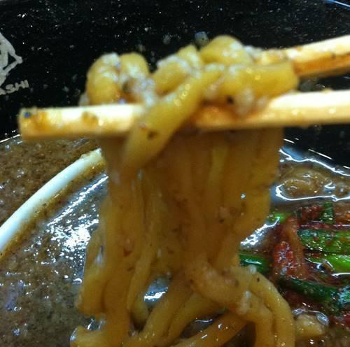 花月嵐 ブラックモンスター 麺.JPG