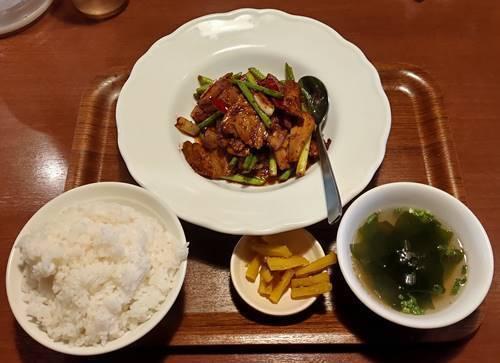 餃子食房やまと 肉屋のホイコーローランチ.jpg
