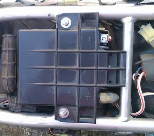 KLX125 バッテリーカバー.JPG