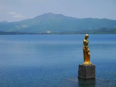 田沢湖 辰子の像